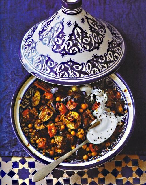 Rezept Ghillie Basan Auberginen-Tajine Tomaten Kichererbsen Joghurt Kochbuch Vegetarische Tajines & Couscous 2014 Hädecke Eingelegte Zitronen Marokko Tajine