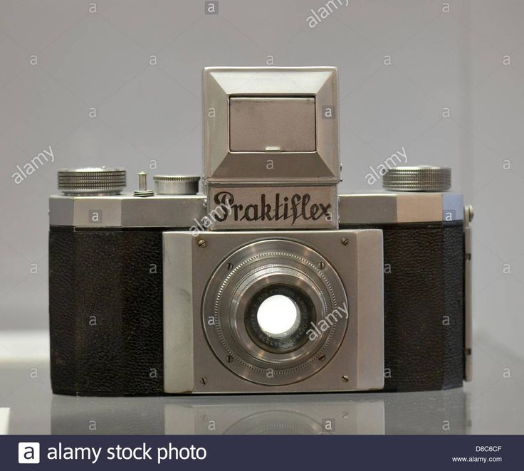 Download this stock image: The first single mirror reflex cameras in 35mm format, Praktiflex from 1939, is on display in the special exhibition about the IHAGEE camera factory in Dresden at the Technische Sammlungen in Dresden, Germany, 24 May 2013. Photo: MATTHIAS HIEKEL - D8C6CF from Alamy's library of millions of high resolution stock photos, illustrations and vectors.