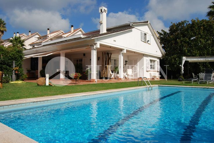 Property of luxury, pool, plot of 800m2, fantastic views to Barcelona.