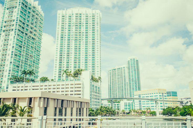 Étape de notre road trip de 3 mois aux États-Unis, Miami répond à tous les clichés qu'on en a mais étonne par ses facettes culturelles, dynamiques, cools.