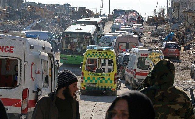 Unos 300 vehículos de evacuación salen de Alepo en las últimas horas