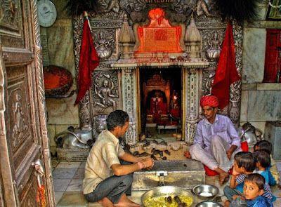 करणी माता मंदिर : करणी माता हैं बीकानेर की कुल देवी