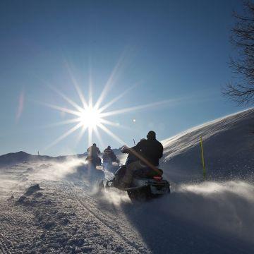 Energia - #Escursioni in #motoslitta - #Valtellina #sport Scoprite la montagna e la neve della Valtellina a bordo di una motoslitta: un'occasione magica per mettervi alla prova ma anche per imparare come gestire le emergenze sui terreni innevati e ghiacciati, da soli o in compagnia di una guida.