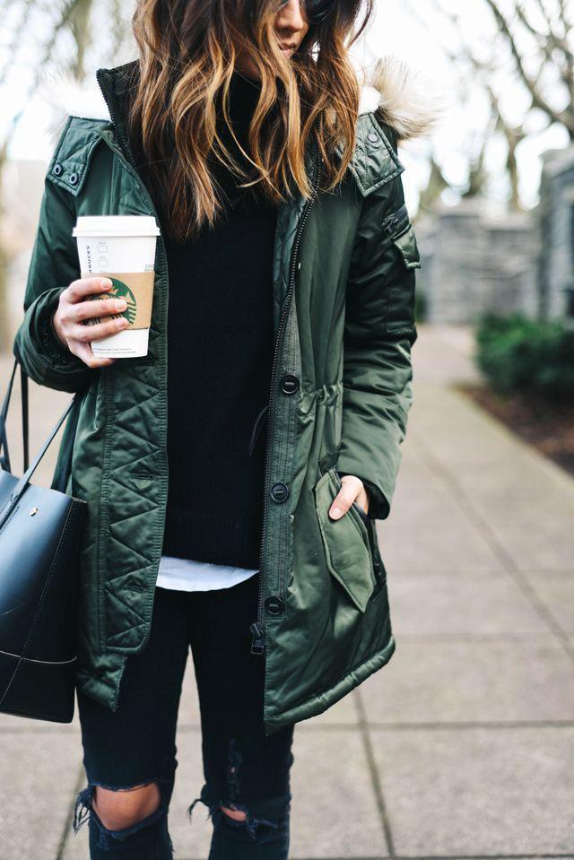 ¿Lluvia y frio? Triste pero a la moda. Botas de lluvia negras para no arruinar tu coleccion de zapatos.