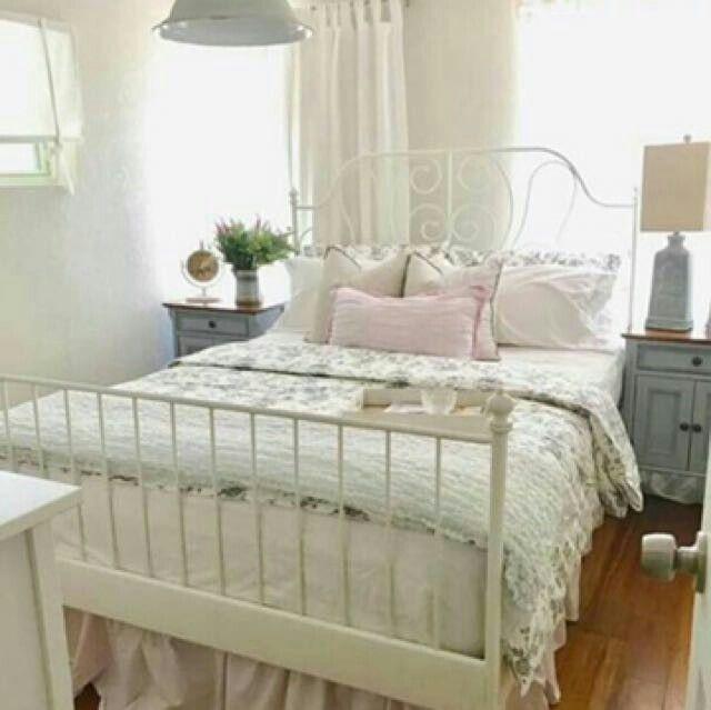 Petite Chambre Blanche Romantique Lit Fer Forge Idees De Design