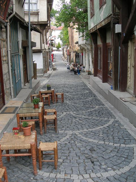 Streetside cafe in Beypazarı, Central Anatolia, Turkey (by anlop).