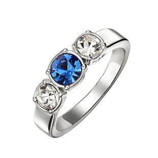 Prsten Odhodlání – Lila Postříbřený prsten s 3 kamínky:  2x průhledné kamínky, 1x modrý kamínek uprostřed.  S tímto prstenem vyjadřujete podporu projektu AVON proti domácímu násilí.