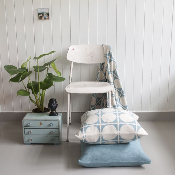 Don blanket and pillow in seablue, mixed with seablue pillow in design Herdis
