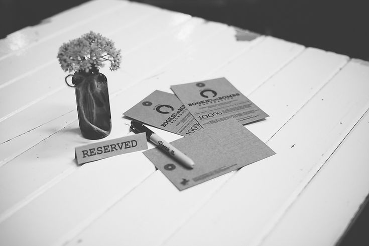 A special hang-tag that turns into a postcard