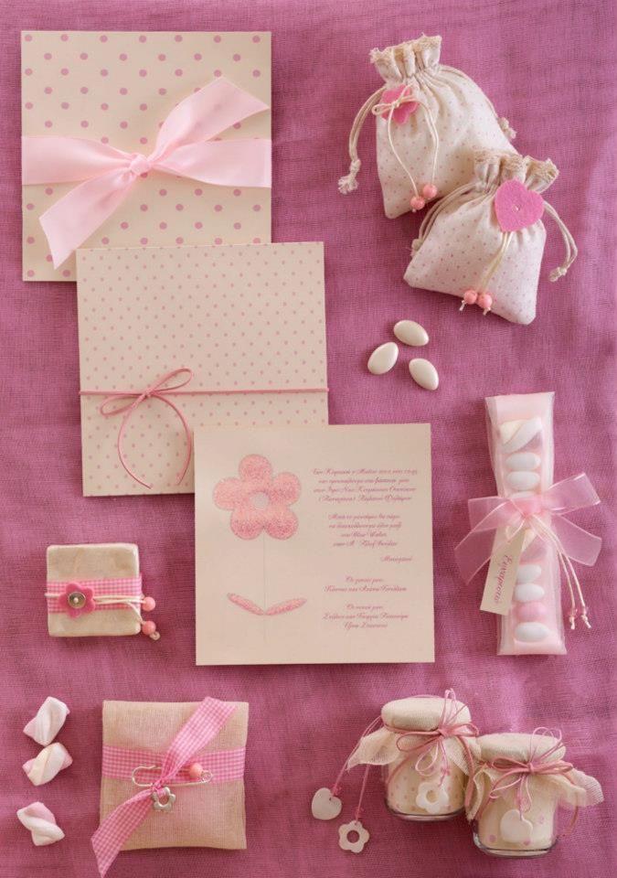 Pομαντικά πουα-ροζ προσκλητήρια και μπομπονιέρες!