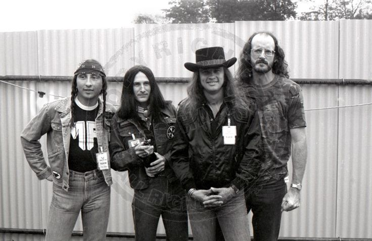Ronnie, third from left, good Lord, he's got dimples, too 😍 https://www.youtube.com/watch?v=AQyrdVCJ2yk