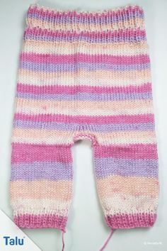 Knitting baby trousers – free instructions for beginners of all sizes