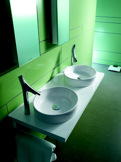 At first sight, the Starck 2 washbasins appear circular, but, in closer inspection, they are revealed to be slightly oval.