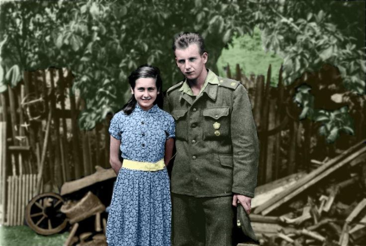 Můj otec asi před 60 lety / My father and his cousin about 60 years ago. My coloured draft of BW photo. #oldphoto #colouredphoto #czechoslovakia #draft #familyarchive #militarymen #photoshoped
