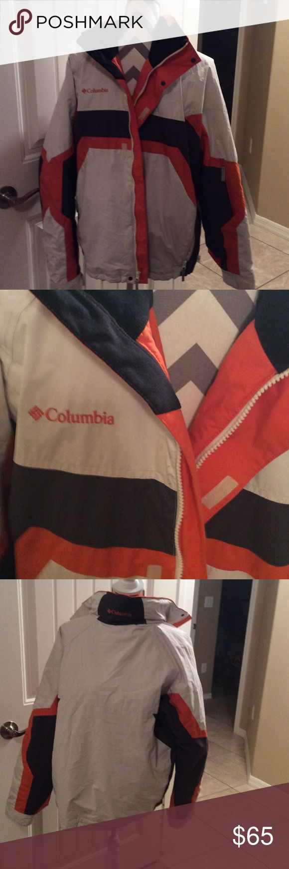 Mens sizemedium.  Columbia sportswear company coat Columbia  sportswear company.  Size medium   Has a hood that. Fits. Under. Collar 2 zipper pockets in front of coat Columbia Jackets & Coats Ski & Snowboard