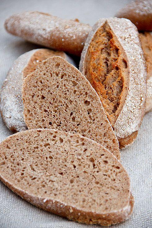 Locker und elastisch: Weizenvollkornbrötchen mit Einkorn