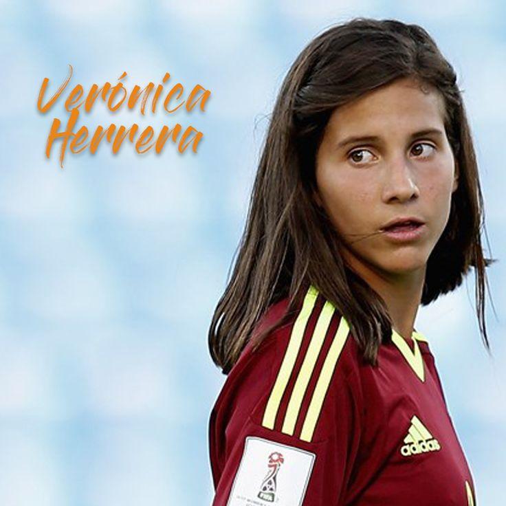 Con apenas 17 años de edad, Verónica Herrera ha logrado ganarse un lugar en el fútbol femenino y en el corazón de los venezolanos. Esta joven se desempeña como futbolista profesional ocupando en el terreno de juego la posición de defensa. Tales características permitieron que formara parte del grupo de Titanes, producción audiovisual para televisión que contará la historia de los personajes más destacados en el medio deportivo venezolano. Emocionados por su participación en nuestro proyecto…