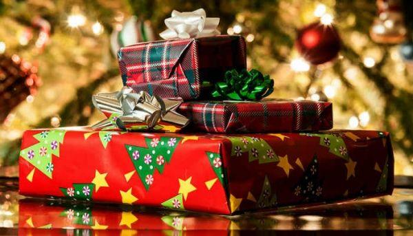 """Święta zbliżają się wielkimi krokami. Jeśli Przedstawiamy ciekawe pomysły na prezenty do kupienia w naszym sklepie cosmo24.pl. Jak zawsze jeśli opłacisz zamówienie """"z góry"""", kosmetyki dostarczymy na nasz koszt. #christmas #prezenty #prezentyswiąteczne #christmasgits"""