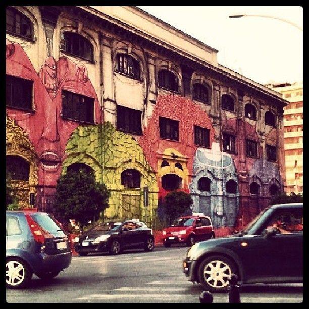 da un muro di Roma (pezzo di Blu, scatto di Lizaguen)