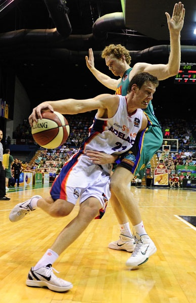 Daniel Johnson (Adelaide 36ers) vs Luke Schenscher (Townsville Crocodiles)