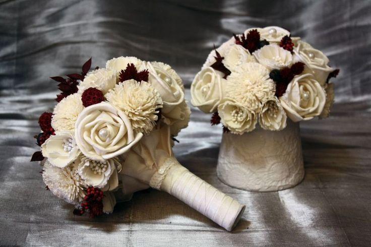 Bordó és fehér menyasszonyi csokor