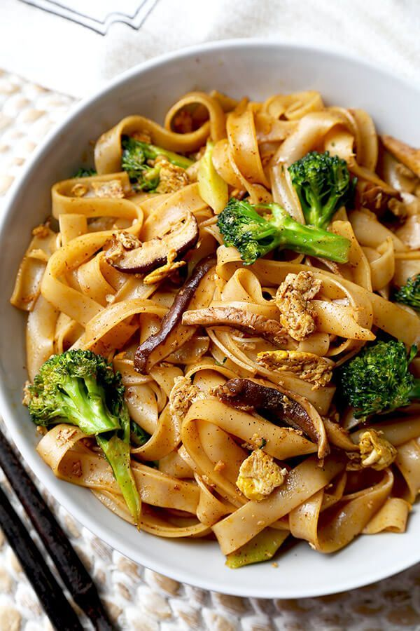 Veggie Pad See Ew - Chew on these savory Thai rice noodles in less than 16 minutes! This a traditional Pad See Ew recipe made with all broccoli and mushrooms and sprinkled with plenty of chili powder. Recipe, Thai food, Asian noodles, stir fry, vegetables   pickledplum.com