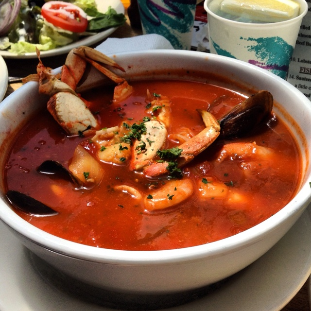 Cioppino from phil 39 s fish market delish just north of for Fish market monterey ca
