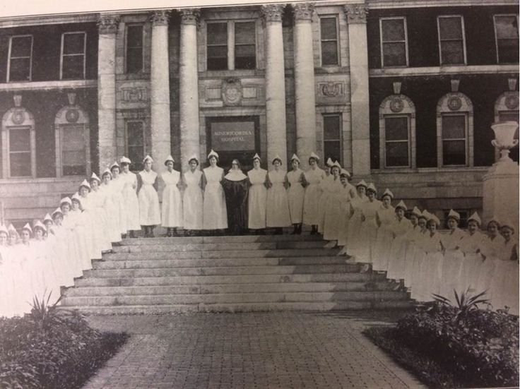 Nurses outside Misericordia (now Mercy Philadelphia) Hospital in 1918. #ThrowbackThursday #tbt #100YearsOfMercy