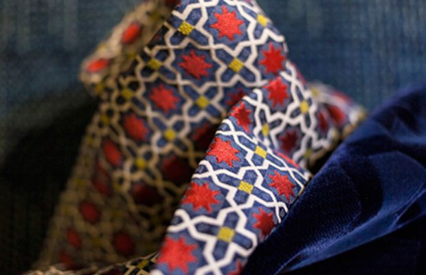BROCHIER's fabric ANDROMEDA is a small jacquard pattern inspired by moroccan pottery.