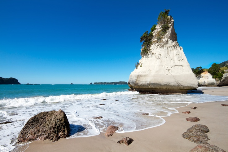 Quit daydreaming and start planning your next getaway to the Bay of Plenty in NZ. This beautiful bay is the Wotif.com hot spot of the week with at least 50% off deals until Monday 3 September only. Bay of Plenty, New Zealand. #BayofPlenty #NewZealand #Travel