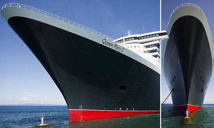 The captain of the Queen Mary 2 stands in front of the ship #DailyMail