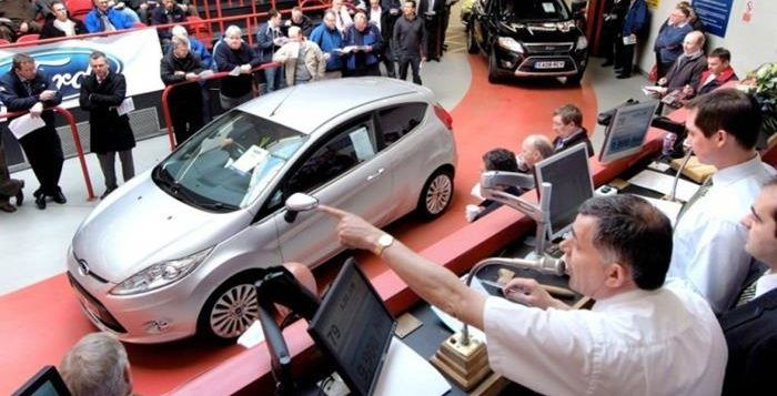 Kelebihan dan Kekurangan Membeli Mobil Bekas di Lelang