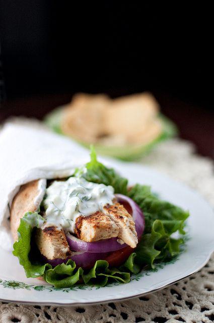 greek chicken flatbreads with cucumber yogurt sauce