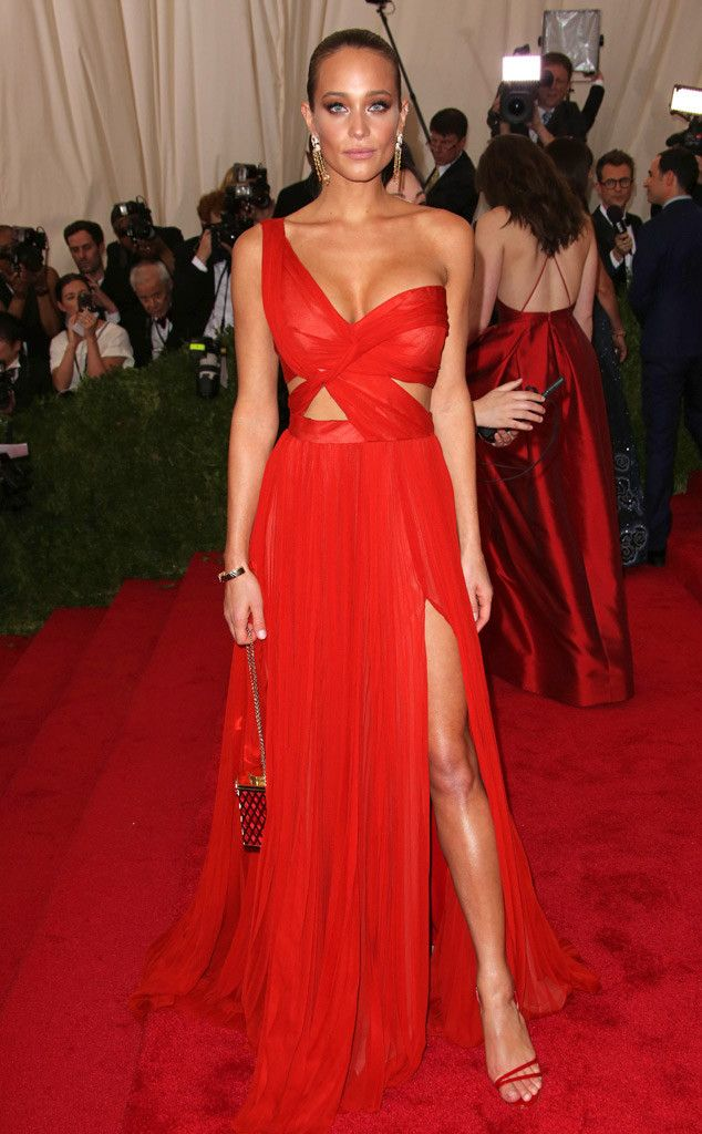 Hannah Davis from 2015 Met Gala Arrivals In a stunning red J. Mendel couture gown #redcarpet...x