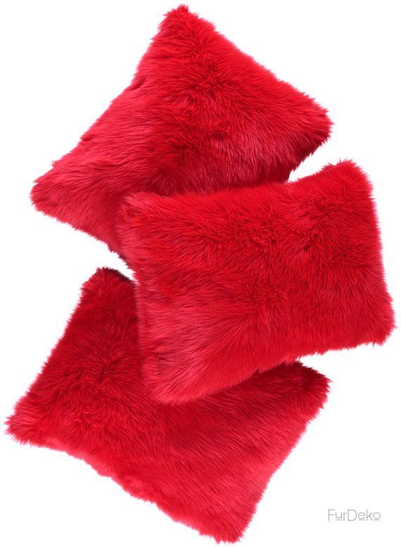 Poduszka dekoracyjna CZUPER czerwony/Faux fur pillow CZUPER red