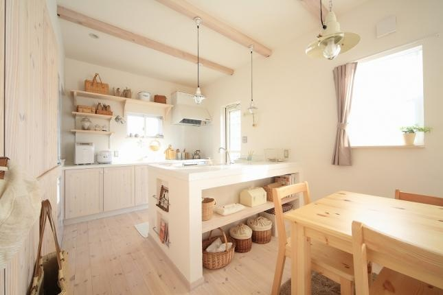 we can take ideas from this japanese kitchen for our small spaces :: use a neutral palette; use of beautiful baskets for storage; use under used areas like the kitchen island to set out toys