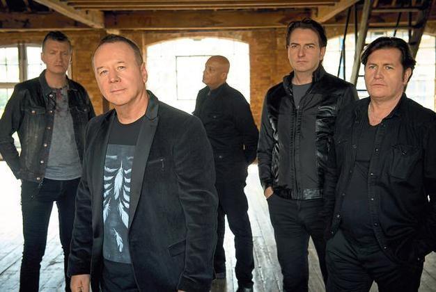 Jim Kerr,Sänger der Simple Minds (2.v.l.) im Interview. Das Quintett aus Schottland war bereits in diesem Jahr zu Gast im Jovel und stattet erneut Münsters Location im Februar des kommenden Jahres einen Besuch ab.