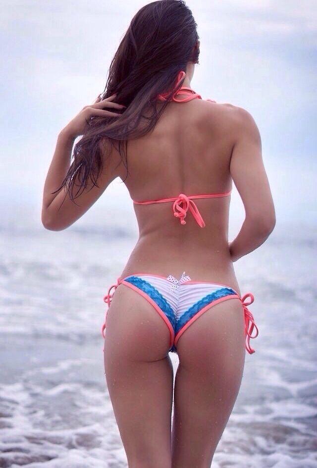 massage erotique à nice filles en maillot de bain sexy
