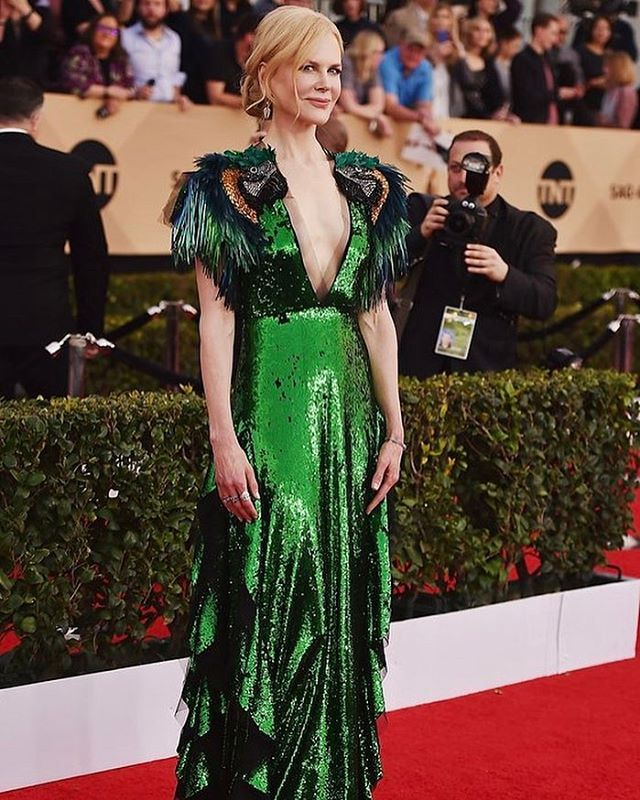 #NicoleKidman győnyörű smaragdzöld #Gucci ruhában a #SAGAwards #redcarpiton #style #inspiration #gucci #elle #ellehungary  via ELLE HUNGARY MAGAZINE OFFICIAL INSTAGRAM - Fashion Campaigns  Haute Couture  Advertising  Editorial Photography  Magazine Cover Designs  Supermodels  Runway Models