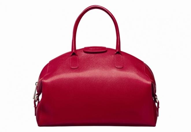 Coccinelle sostiene Vidas con lo shopping in rosso