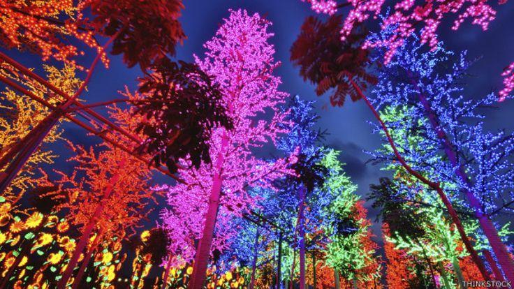 Bosque de led en Shah Alam, Malasia.. https://laklave.wordpress.com/2015/01/14/led-la-luz-al-final-del-tunel/