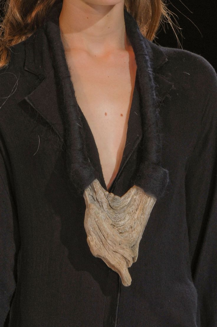 Natural wood and black felted rope necklace - sculptural statement jewellery…