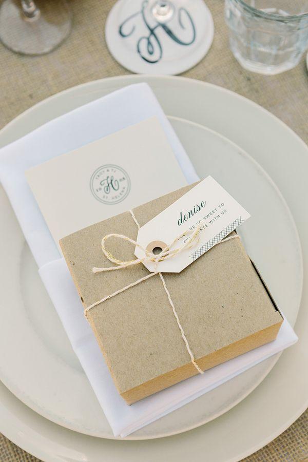 pretty place setting #napawedding #destinationwedding #weddingchicks http://www.weddingchicks.com/2014/01/02/gold-and-white-wedding/