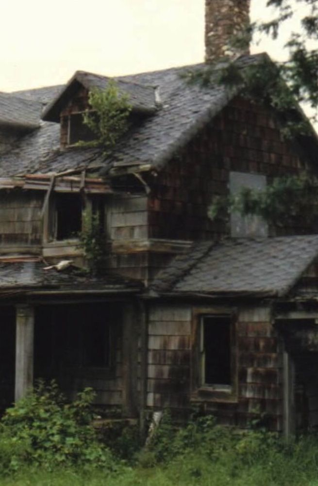 Meet the Summerwind Mansion, Wisconsin's most haunted house. #haunted #roadtrippers