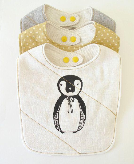 Bavoir pingouin - Boutique: downhomeamy, Etsy - La Fiancée du Panda blog Mariage et Lifestyle