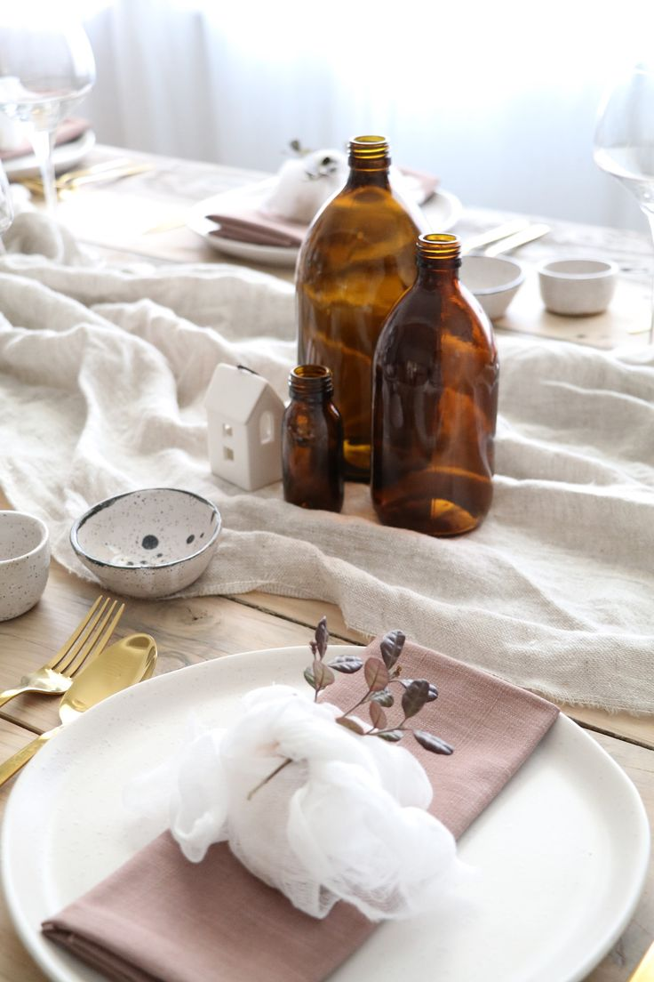 c Styling your table for Christmas - the key is all in simple styling that's budget and time conscious. A relaxed, pared back aesthetic. #Christmas #tablestyling