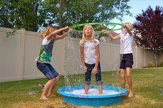Usa esta increíble receta para hacer burbujas enormes y resistentes que te garantizarán horas de diversión junto a tus niños. Los ingredien...