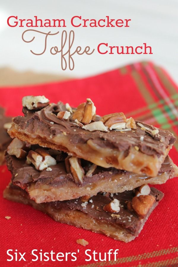 This graham cracker toffee is so delicious and only 5 ingredients. From Six Sisters Stuff