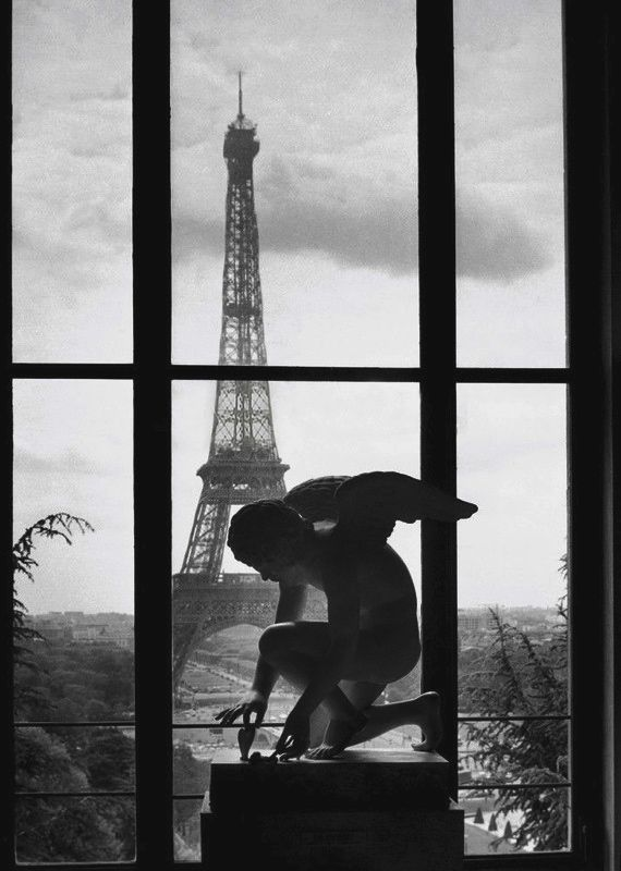 Nome:  La tour Eiffel 1966 by Willy Ronis.jpg Visite: 268 Dimensione:  143.6 KB