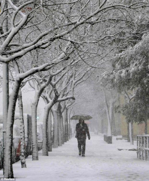 Pemandangan Kota Barcelona - Badai Salju - Winter